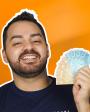 homem segurando várias notas de dinheiro